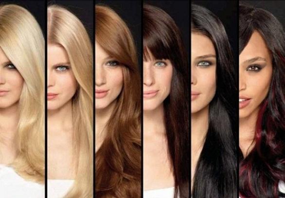 Que color de pelo resalta los ojos azules